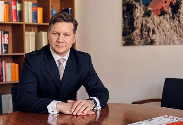 Corporate Portrait von einer Anwalt in Berliner Raum