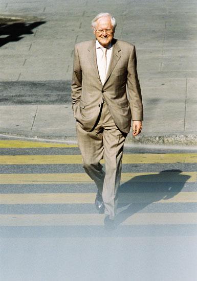 Modernes Business Portrait auf der Straße